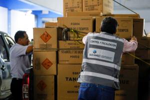 Intervienen vehículos que trasladaban  dos toneladas de pirotécnicos sin autorización